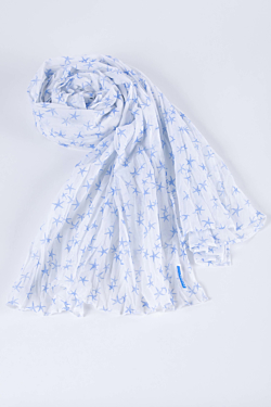 scarf with blue stars of the seas