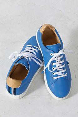 blaue Lederturnschuhe