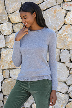 Cashmere round-neck sweater with fringes on the neck and the cuffs Small hole on the back closed by golden metallic buttons Grey Woman