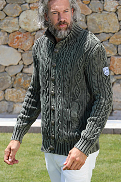 Handmade cotton cable-knit cardigan in washed colours with epaulettes Metallic ESCALES buttons and two front pockets Green Man