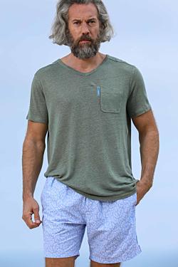 Green V-neck Men´s T-shirt in Linen