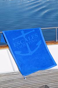 toalla playa grande - escales yachting azul con una ancla