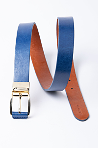 Reversible leather belt in natural blue and natural color
