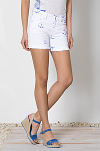 white cotton-stretch five-pocket shorts with boat anchor