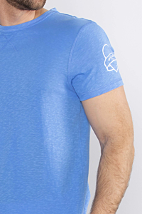 soft and light blue Cotton T-shirt for men, with the quote I love ESCALES print